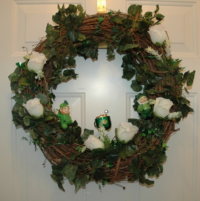 Holiday wreaths decorative front door wreaths for How to make christmas door wreaths